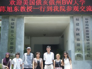 The Baldwin Wallace University research team visited the School of Tourism at Fujian Normal University for an intercultural exchange with host students and faculty. Pictured from left to right beneath the welcome marquee: Sundous Eddeb, Paul Krause, Professor Qunchao Chen, Dean Yaoxing Zheng, Professor Xudong Chen, Erin Amschlinger, Daniela Muhaj.