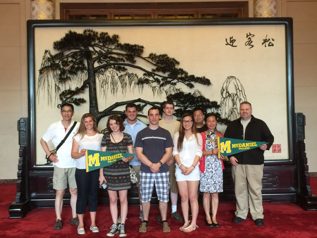 """Visiting tiehua, """"Welcoming- Guest Pine Tree,"""" at the Great Hall of the People"""